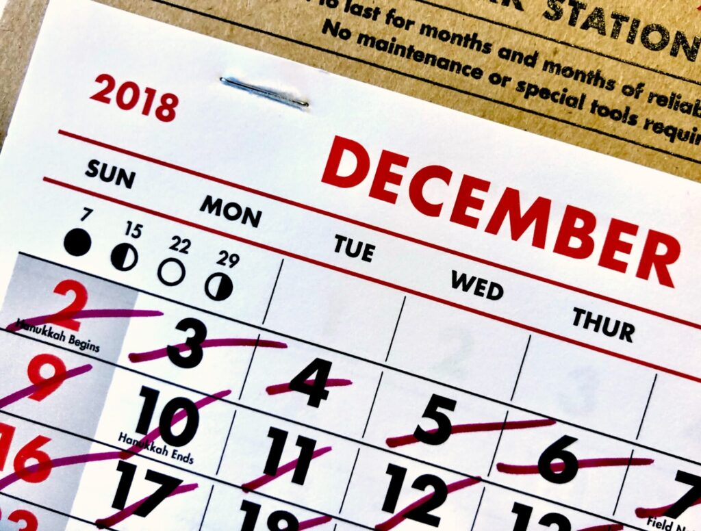 "<img src=""https://francematome.com/wp-content/uploads/2021/02/adam-tinworth-OJWivczp3aY-unsplash-1024x776.jpg"" alt=""12月のカレンダー""/>"