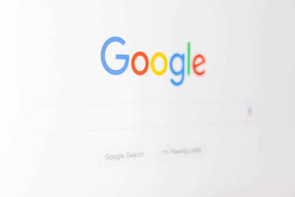 "<img src=""https://francematome.com/wp-content/uploads/2021/02/christian-wiediger-zhZydTyNMPg-unsplash-1024x683.jpg"" alt=""googleのホーム画面""/>"